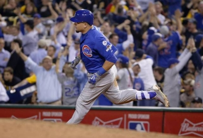Kyle Schwarber Hits Home Run to the Top of Scoreboard